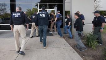 Más de 250 arrestados en operativo de ICE al norte de Texas