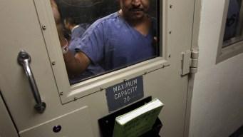 Demandan a ICE por supuesta mala atención a detenidos
