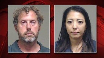 Condado Collin: Arrestan a pareja por posesión de pornografía infantil