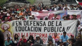 Aunque incumple la ley, AMLO deja sin efecto reforma educativa