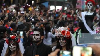 Miles de Catrinas llegan para recibir a los muertos