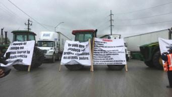 Agroproductores cierran puente Reynosa-Pharr