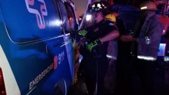 Mueren seis en choque entre ambulancia y tráiler