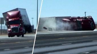 Impresionante video: ráfaga de viento tumba un camión