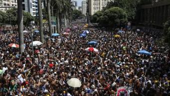 Pese al Zika, en Brasil celebran el carnaval a pura fiesta