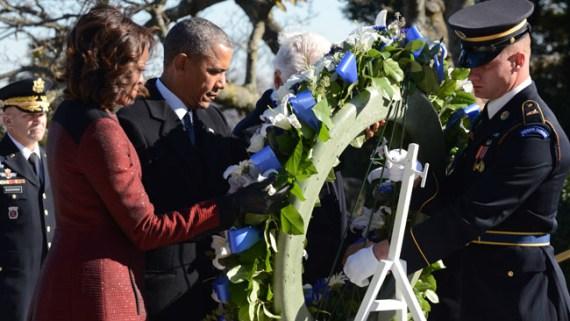 Obama rinde homenaje a Kennedy