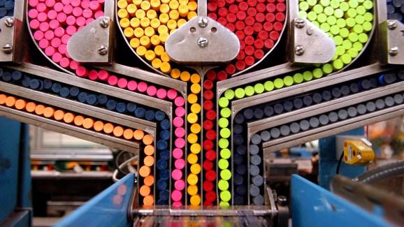 En el interior de la increíble fábrica de Crayola - Telemundo Dallas