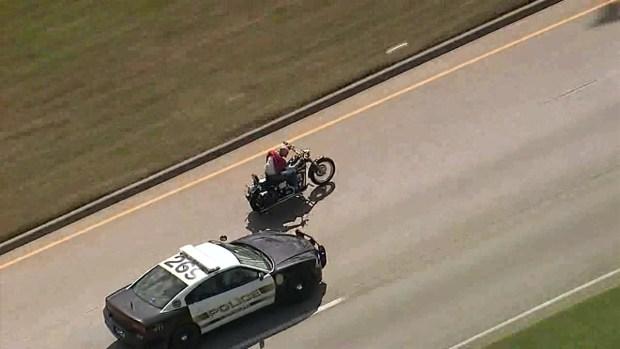 [TLMD - Dallas] Arrestan a motociclista en Dallas tras persecución