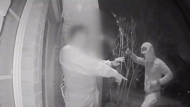 [TLMD - Dallas] Asaltan a padre en la puerta de su hogar