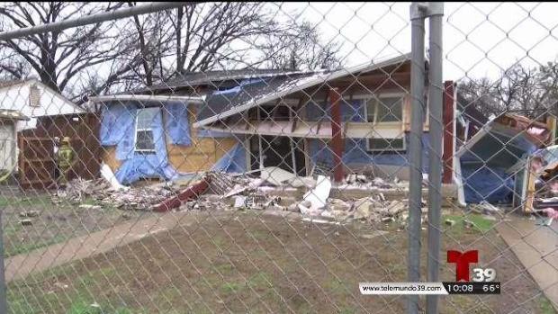 [TLMD - Dallas] Buscan respuestas tras muerte y explosión en vivienda