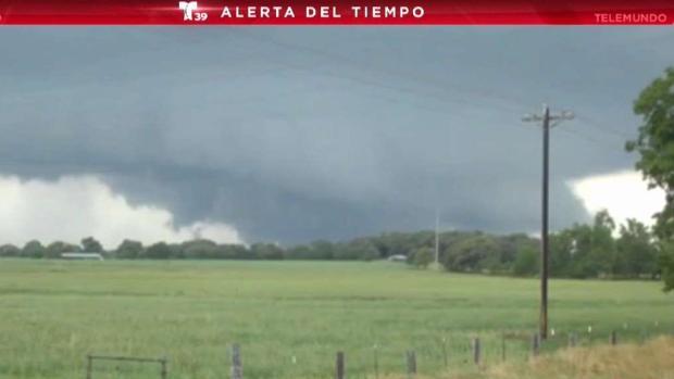 [TLMD - Dallas] Captado en cámara: Tornado de gran tamaño en Canton
