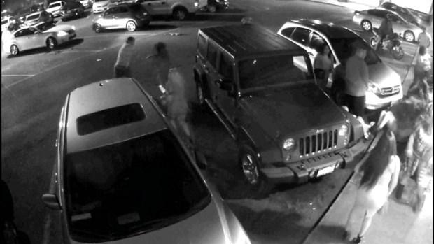 [TLMD - MIA] En video brutal ataque a batazos a dos mujeres