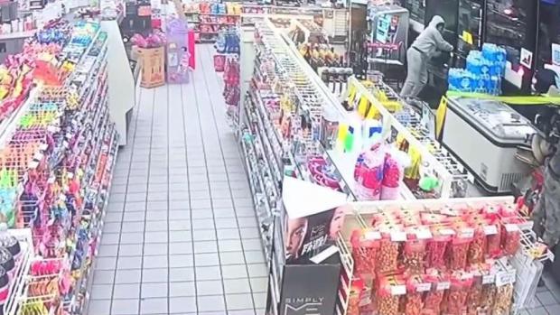 [TLMD - Dallas] Captan robo de cajero en tienda al sur de Dallas