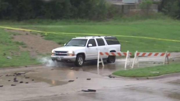 [TLMD - Dallas] Cierran algunas calles tras tormentas en el Metroplex