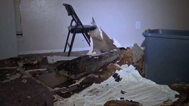 [TLMD - Dallas] Colapsan techos en Arlington tras la tormenta