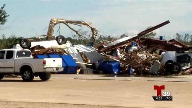 Concesionario de autos se ve severamente afectado por los tornados