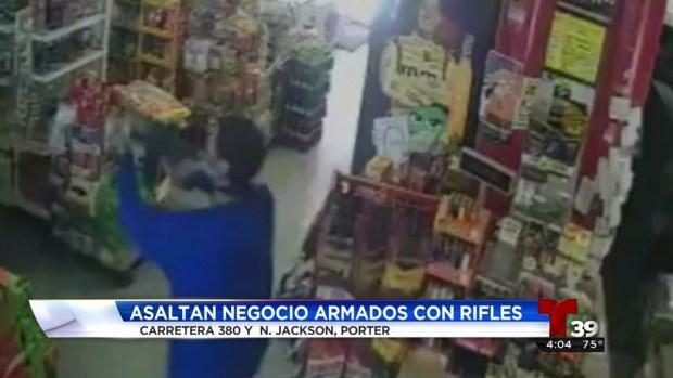 Asaltan gasolinera con armas largas en Denton