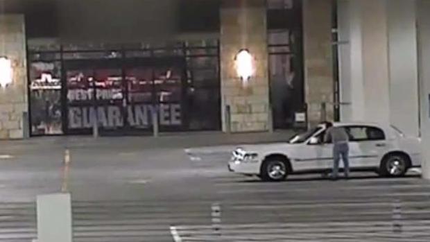 [TLMD - Dallas] Dallas: Revelan imágenes y buscan a sospechoso