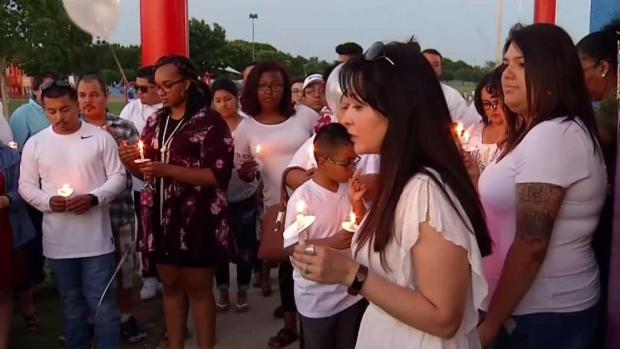 [TLMD - Dallas] Decenas se reúnen para recordar a Marisol