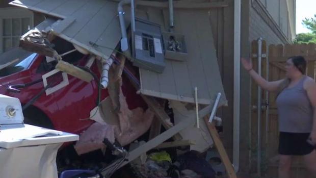 [TLMD - Dallas] En Dallas: Se estrellan contra una vivienda
