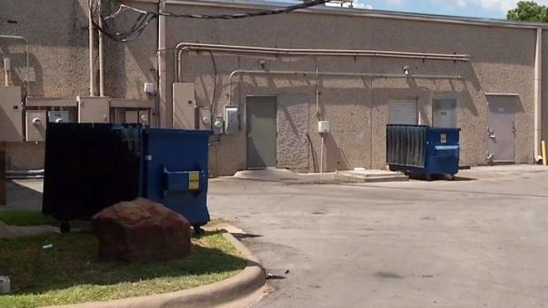 [TLMD - Dallas] Encuentran a bebé adentro de basurero en Hurst