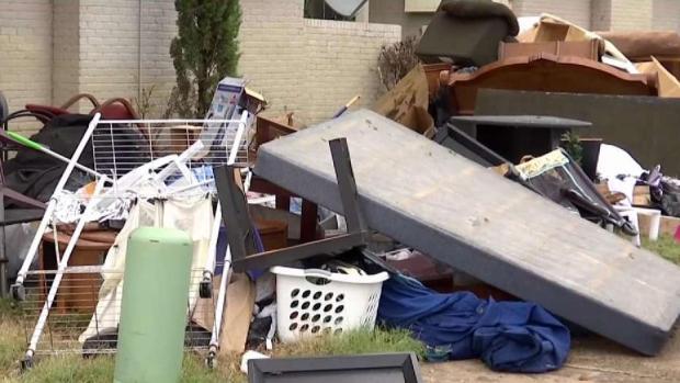 En Dallas: entre escombros y sin calefacción
