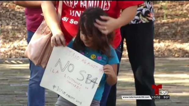 Fort Worth debate demandar a no la SB4