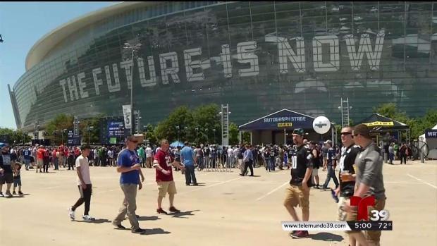 [TLMD - Dallas] Fanaticos viven la emoción del Draft en Arlington