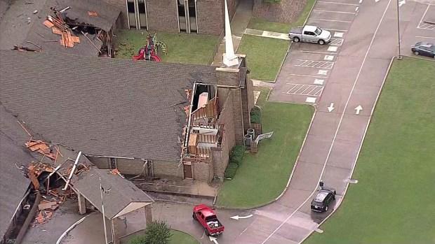 Daños por fuertes vientos en iglesia Highland Terrace Baptist