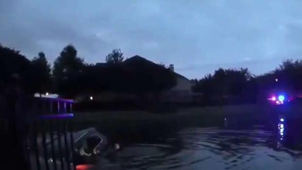 La rescatan de lago infestado con serpientes y cocodrilos