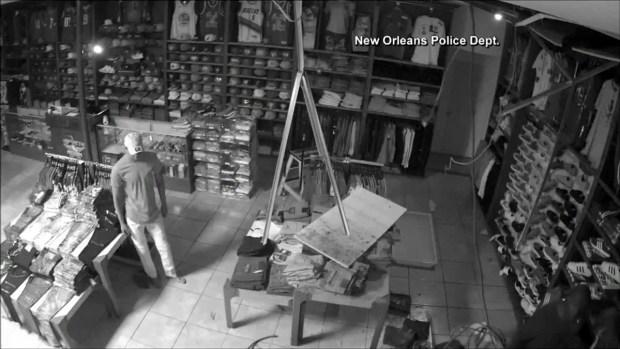 Video viral: ladrón frustrado en tienda de ropa