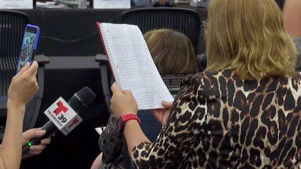 [TLMD - Dallas] Madres enfrentan a la mesa directiva del DISD