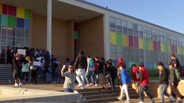 [TLMD - Dallas] Miles regresan a clases en Dallas tras el tornado