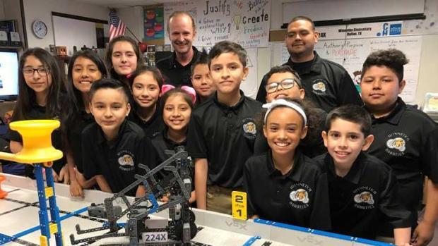 [TLMD - Dallas] Niños genios de Oak Cliff van a competencia de robótica