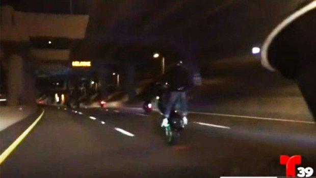 [TLMD - Dallas] Captan acrobacias de motociclistas en plena autopista de Dallas