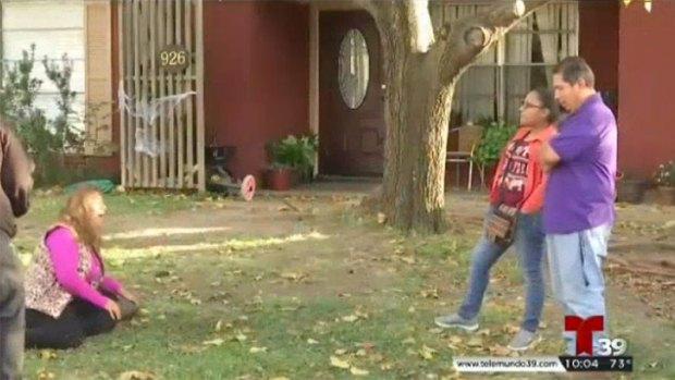[TLMD - Dallas] Garland: Madre llora desconsolada en el lugar donde asesinaron a hija