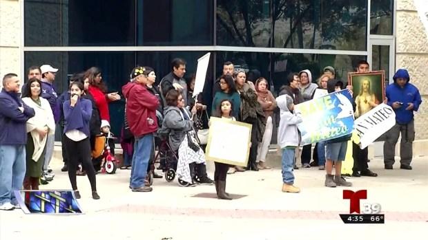 [TLMD - Dallas] Piden reabrir iglesia San Mateo en Fort Worth