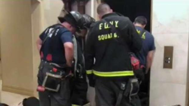 Policía: hombre muere triturado por ascensor en Manhattan