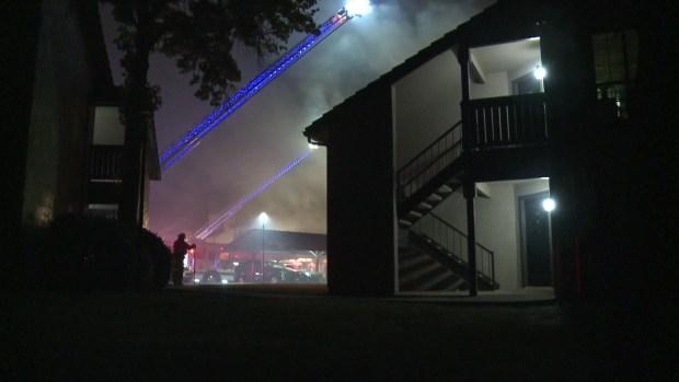 Incendio en complejo de viviendas en Fort Worth