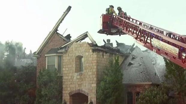 [TLMD - Dallas] Rayos impactan dos casas en el Metroplex