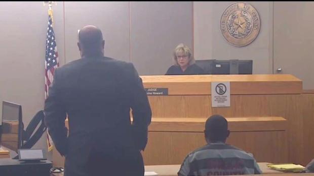 [TLMD - Dallas] Regresa a corte acusado de causarle muerte a policía de Dallas