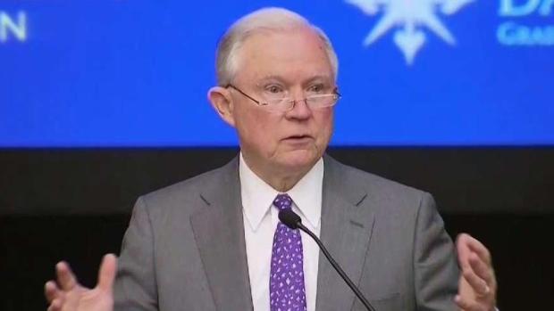Sessions visita la zona fronteriza
