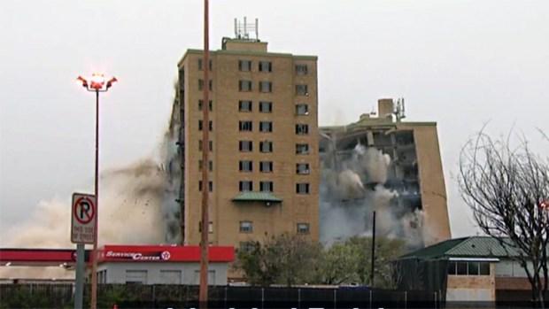 [TLMD - Dallas] Implosión de complejo de viviendas en Fort Worth