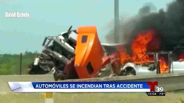 Camión y autos se incendian tras choque en Fort Worth