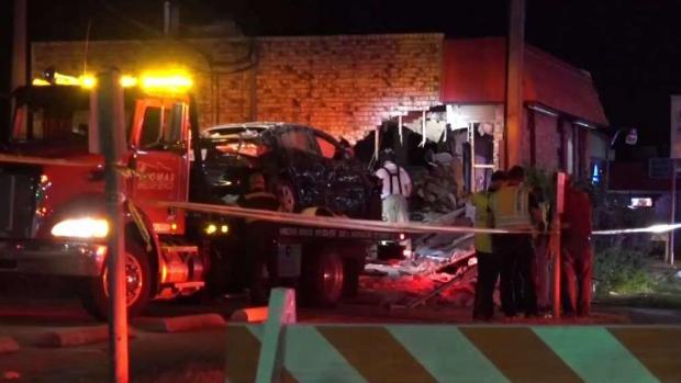 [TLMD - Dallas] Heridos tras accidente contra pizzería en Fort Worth