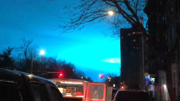 [TLMD - NY] Luz azul en Queens asombra a residentes