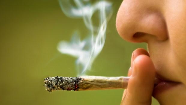 ¿Qué le pasa a tu cuerpo cuando fumas marihuana?