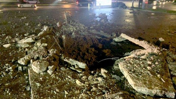 Rayo impacta a un lado de una gasolinera en Fort Worth