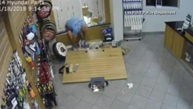[TLMD - LV] Captan a presunto ladrón con los pantalones abajo