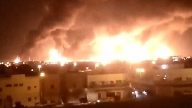 De cerca: así ardió la refinería más grande del mundo tras bombazos